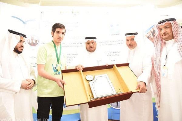 """مدير """"تعليم جدة"""" يكرم المدارس الفائزة بجائزة """"سواعد"""" للعمل التطوعي"""