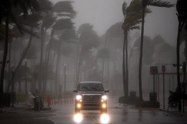 """إعصار """"خوسيه"""" بأمريكا يعاد تصنيفه إلى الدرجة الثالثة"""