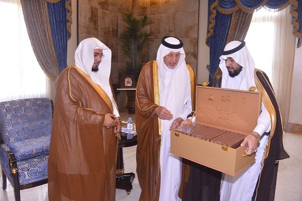 """""""أمير مكة"""" يتسلم تقرير الأحكام القضائية بفرع وزارة العدل بالمنطقة"""