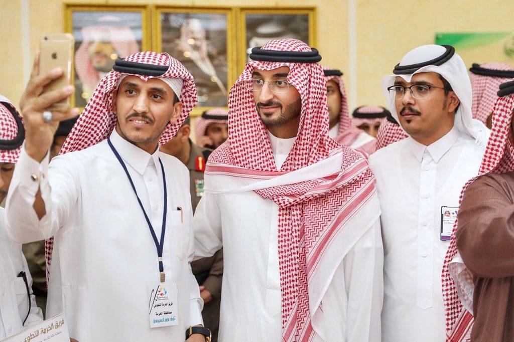 """نائب """"أمير مكة"""" يتفقد محافظتي الموية والخرمة ويقف على المشاريع المتعثرة"""