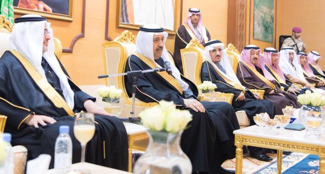 """""""أمير الباحة"""" يلتقي وكلاء وزارة الزراعة ومسؤولي الزراعة بالمنطقة"""