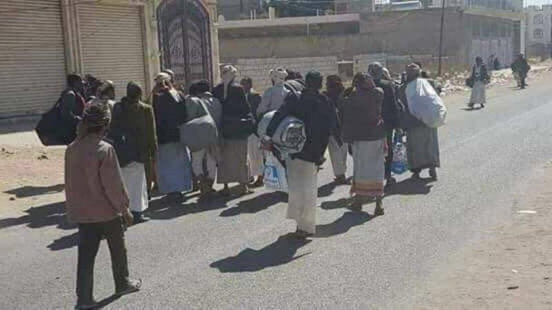 """القوات اليمنية تلقي القبض على""""15″ من عناصر الحوثي وتسيطر على """"الخوخة"""""""