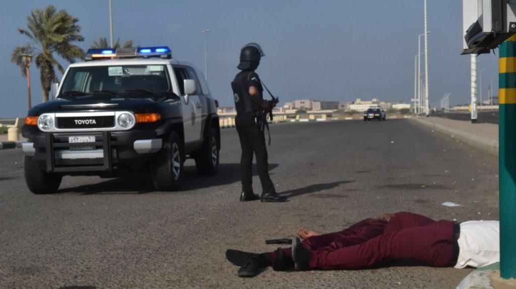 """""""دوريات جازان"""" تنفذ فرضية أمنية للتعامل مع عملية إعتداء على سيارة نقل أموال"""