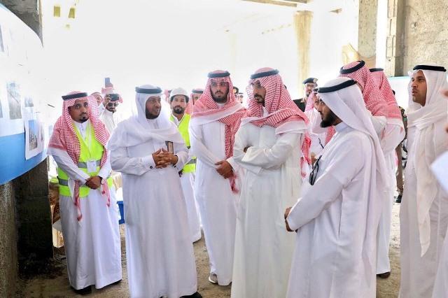 """الأمير """"عبدالله بن بندر """" يتفقد سير الإنجاز بمبنى إدارة تعليم الليث الجديد"""