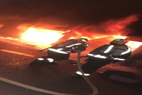 """""""مدني تبوك"""" يسيطر على حريق لعدد من المحلات التجارية في السوق الدولي بحي الراجحي"""