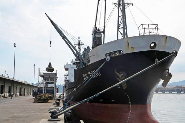 """""""وزارة النقل الصينية"""" : فقدان 32 شخصاً في تصادم ناقلة نفط إيرانية مع سفينة شحن صينية"""