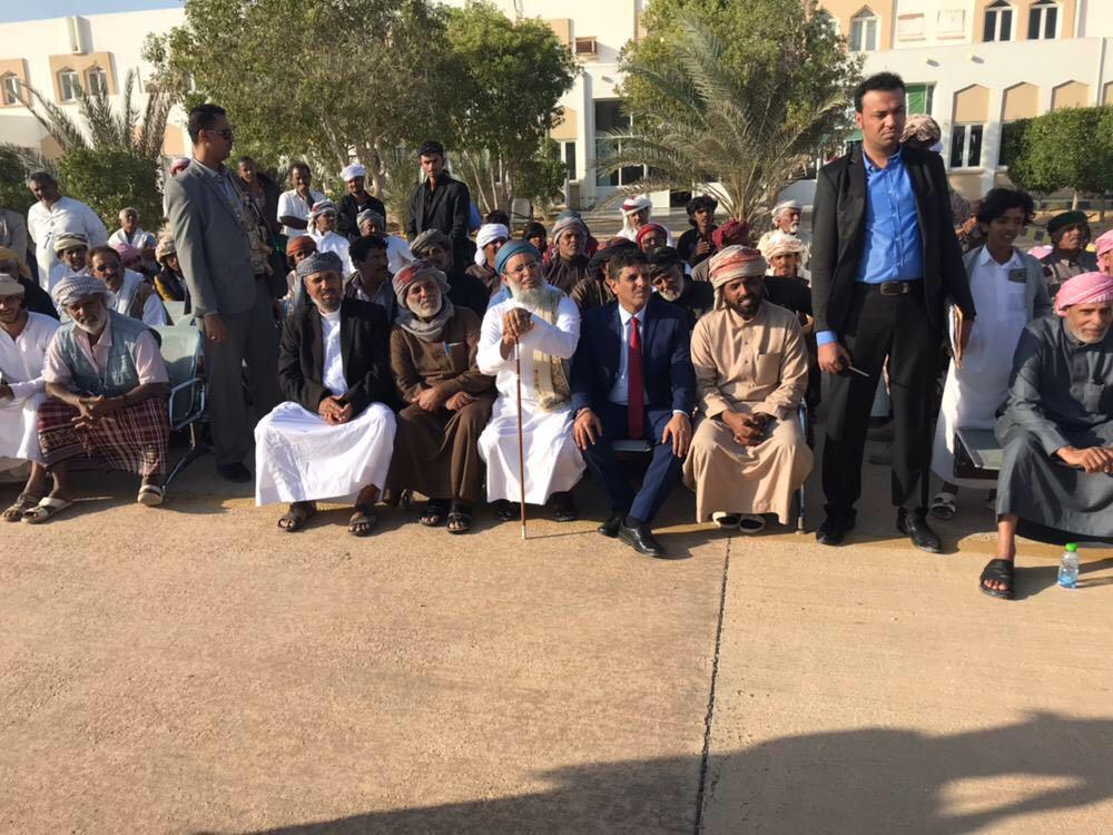 محافظ المهرة اليمنية يتسلم قافلة مساعدات ودعم مقدمة من المملكة