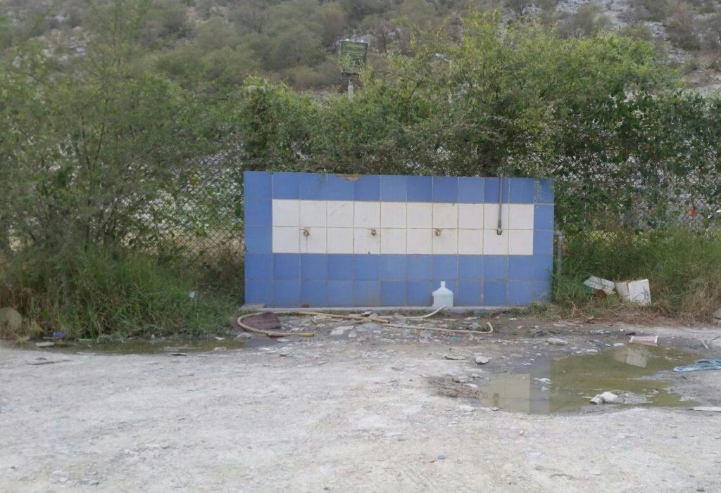 سكان وزوار مركز الحبيل يبدون تذمرهم من سوء الإهتمام بمحطة تحلية المياه