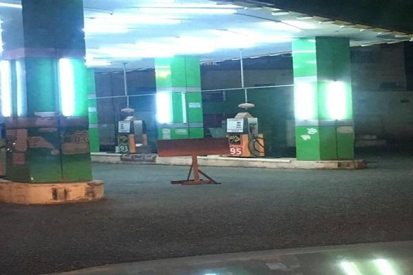 """محطات الوقود بـ""""رجال ألمع"""" تمتنع عن تزويد المركبات بالوقود"""