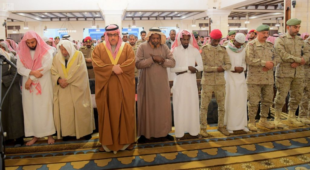 """""""وكيل إمارة منطقة الرياض""""يصلي على الشهيد أمجد غزواني"""