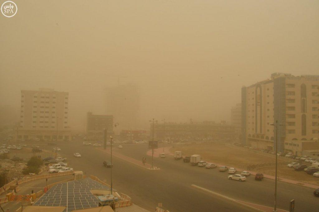 الصحة:استقبال 20 حالة جراء موجة الغبار على جدة .