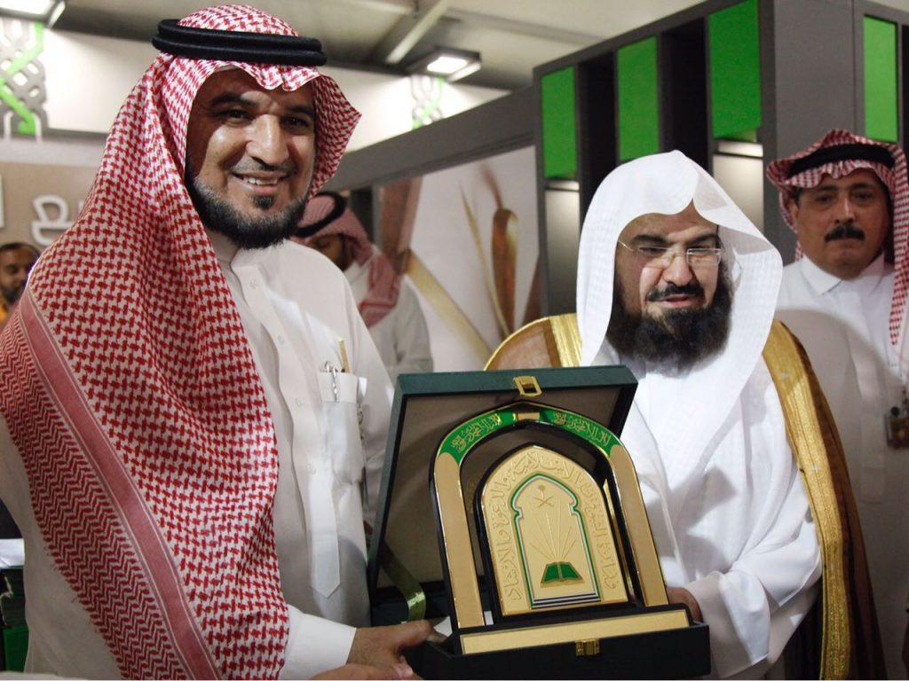 الرئيس العام لشؤون المسجد الحرام والمسجد النبوي يزور جناح الشؤون الإسلامية بالجنادرية