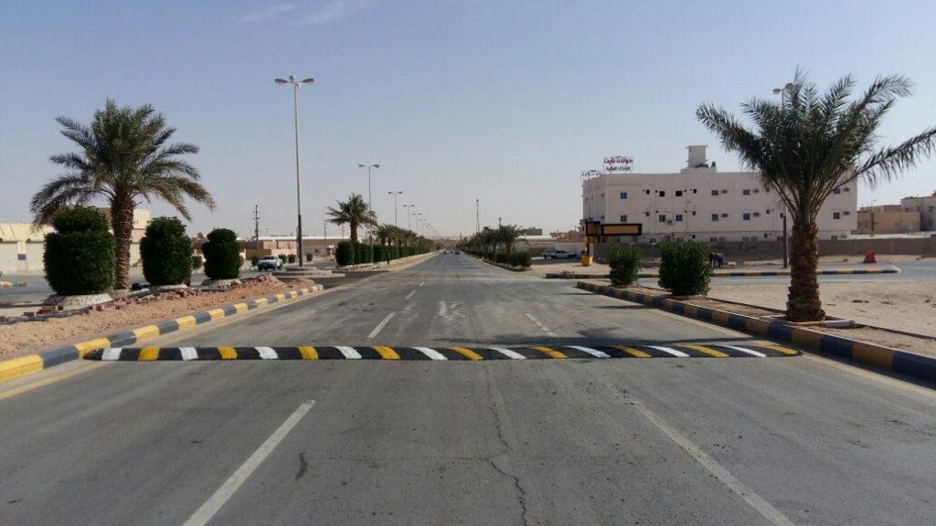 بلدية الذيبية تنتهي من تنفيذ أعمال طلاء أرصفة الشوارع الرئيسية