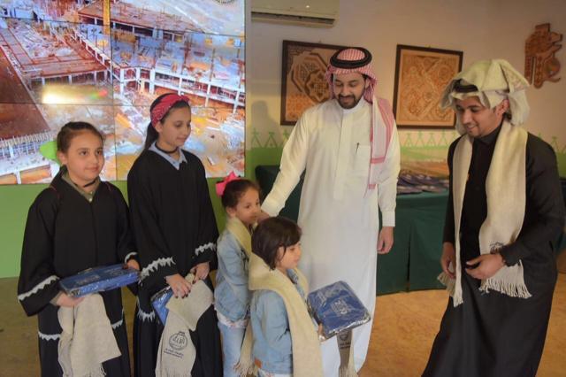 جناح جامعة الباحة يشهد توافد من مختلف الجنسيات والأعمار