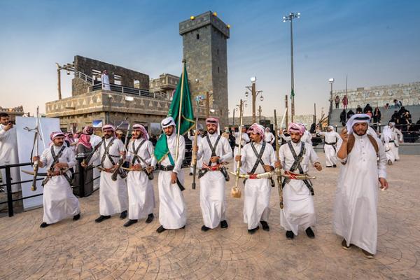 """فنون العرضة الشعبية بقرية الباحة التراثية تجذب زوار الجنادرية """"32"""""""