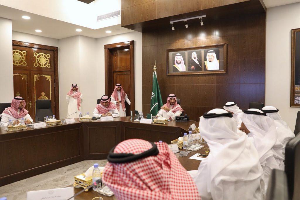 نائب أمير مكة يوجه بتشكيل لجنة لإيجاد حلول لموظفي الكهرباء الذين لم تُجدد الشركة عقودهم