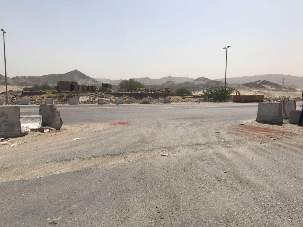 """""""20"""" طن اسفلت لصيانة شبكات الطرق في حي العكيشية بمكة المكرمة"""