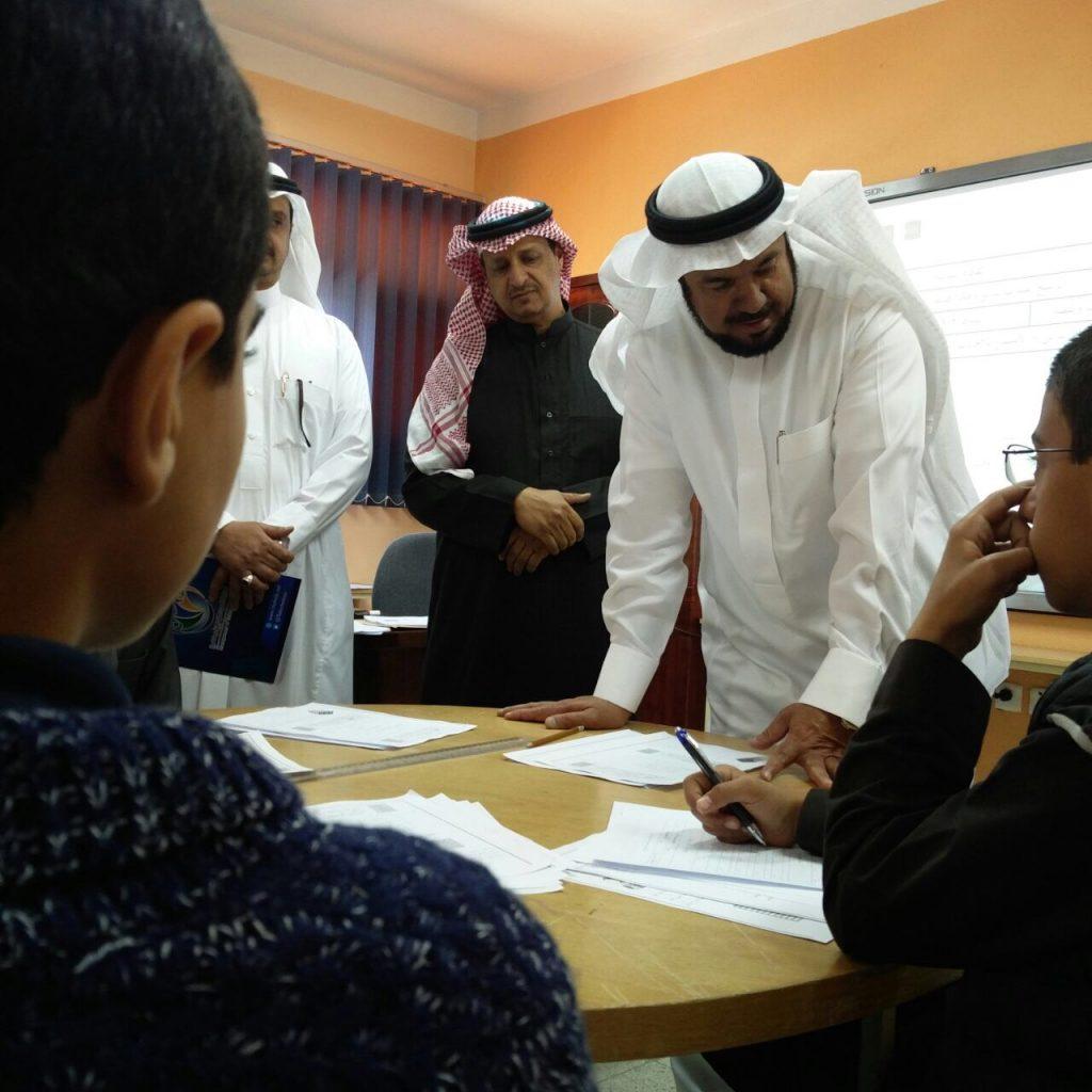 """الدكتور العفيص يزور """"مركز الأمير فيصل بن خالد"""" لرعاية الموهوبين  بأبها"""