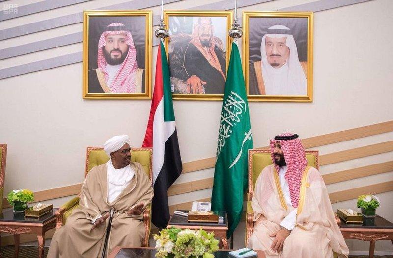 ولي العهد يستعرض العلاقات الثنائية مع الرئيسين السوداني والجيبوتي