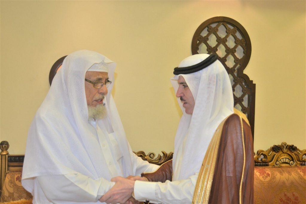 وكيل إمارة الرياض للشؤون الأمنية المكلف يؤدي صلاة الميت على الشهيد الوابل