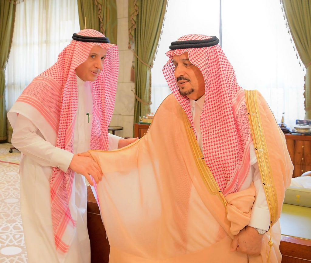 أمير منطقة الرياض يستقبل منسوبي الإمارة