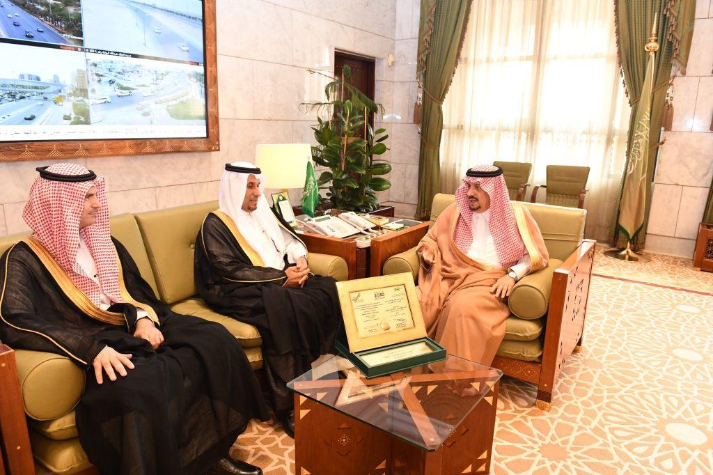 أمير منطقة الرياض يستقبل مدير جامعة المجمعة وعدداً من قياداتها