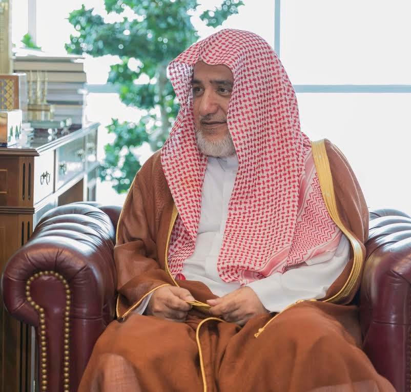 صالح آل الشيخ يهنىء القيادة والمشائخ والشعب والأمة الإسلامية بشهر رمضان