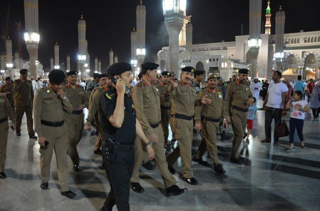 الشهراني يتابع الاستعدادات الأمنية والمرورية لخدمة قاصدي المسجد النبوي الشريف