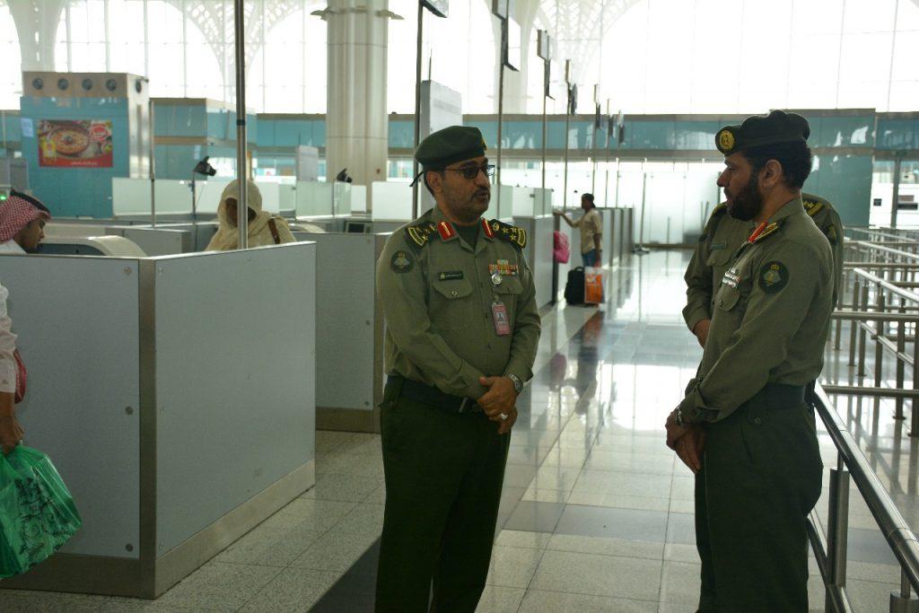 مدير جوازات منطقة المدينة يشرف على خطة جوازات مطار الأمير محمد بن عبدالعزيز الدولي