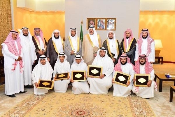 أمير حائل يكرم طلاب الجمعية الخيرية لتحفيظ القرآن الكريم