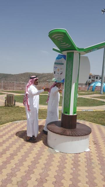 محافظ المندق يدشن المظلة الذكية بحديقة الأمير فيصل بن محمد
