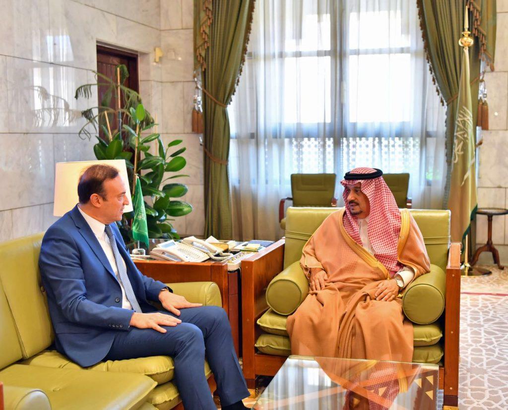 الأمير فيصل بن بندر يستقبل سفير لبنان