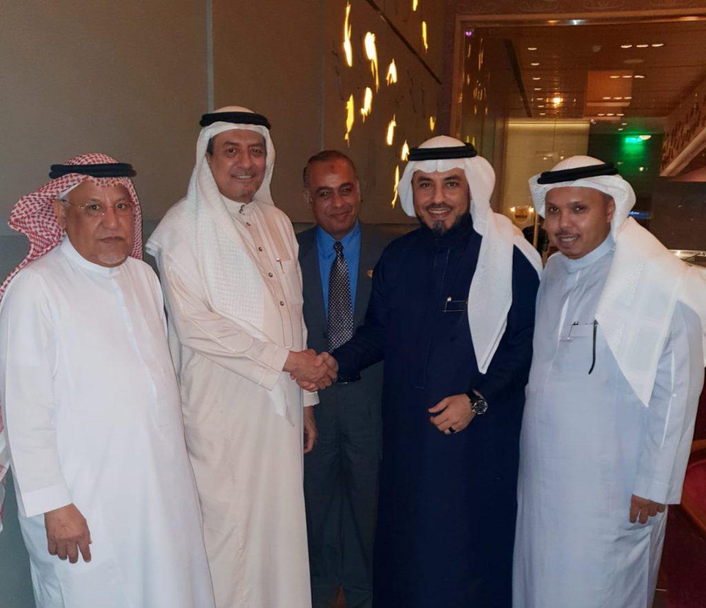 الشريف محمد الراجحي يقيم مأدبة سحور لرئيس جامعة الشعوب العربية