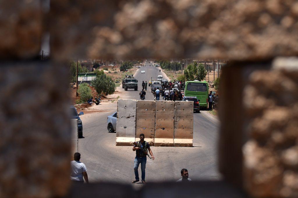 قوات الأسد تدخل أحياء للمعارضة في درعا