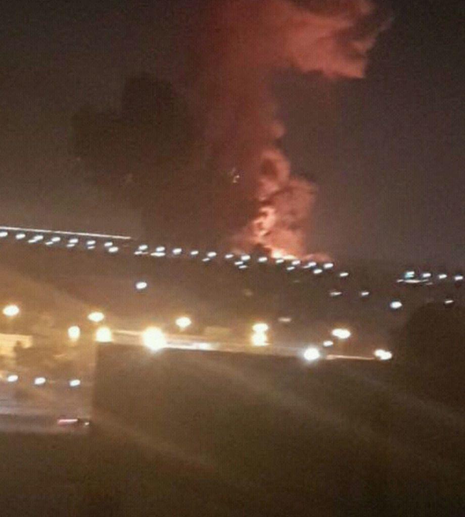 رئيس القابضة للملاحة: حركة الطيران منتظمة بمطار القاهرة.. والحريق خارج المطار