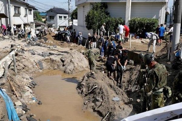"""فيضانات هائلة وانهيارات طينية تجتاح غرب اليابان وتخلف """"199"""" قتيلاً"""