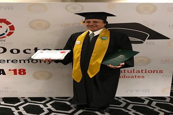 علي المهدي يحصل على درجة الدكتوراة في إدارة الأعمال من الكلية الدولية في بريطانيا