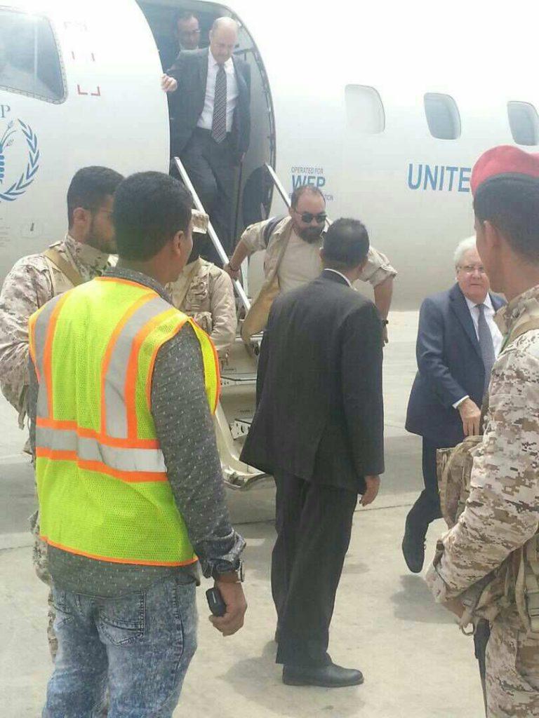 غريفيث بعد لقائه بالزعيم الحوثي يصل للعاصمة عدن للاجتماع مع عبدربه