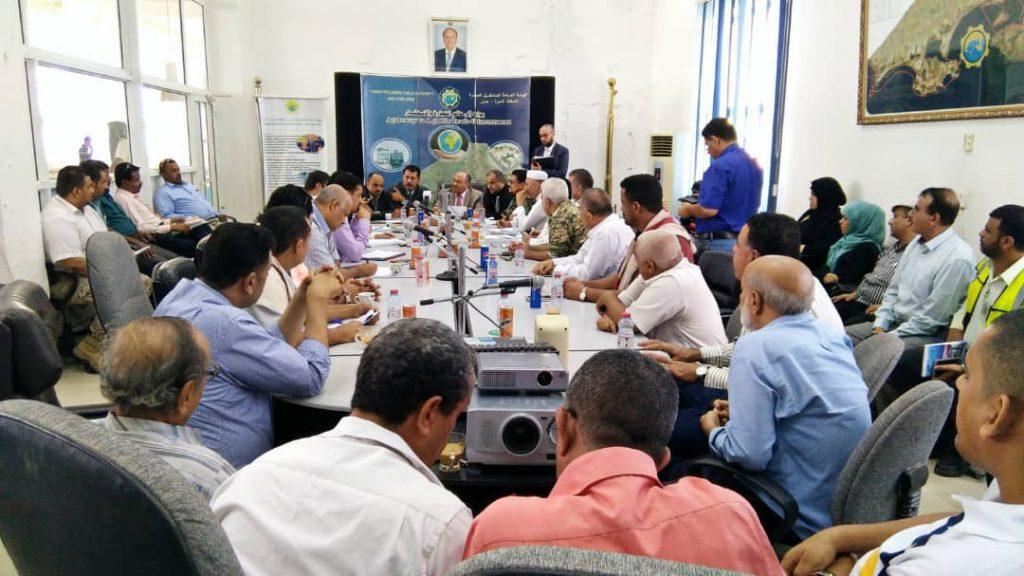 جهات حكومية وخاصة تناقش حركة النقل التجارية في عدن