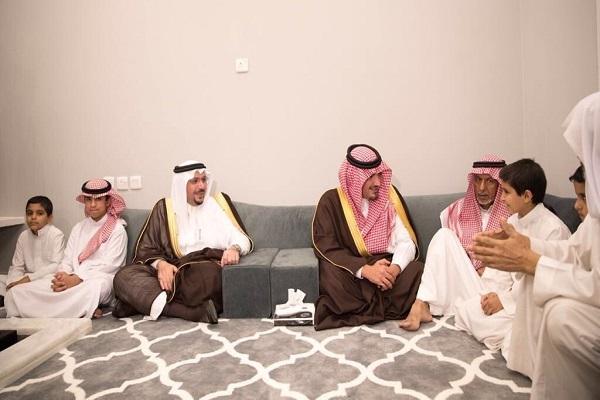 وزير الداخلية ينقل تعازي القيادة لذوي الشهيد الرقيب أول العبداللطيف
