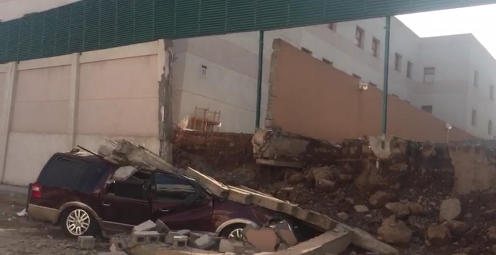 تعليم المدينة يُشكل لجنة تحقيق عاجلة مع مقاول مدرسة انهار جزء من سورها