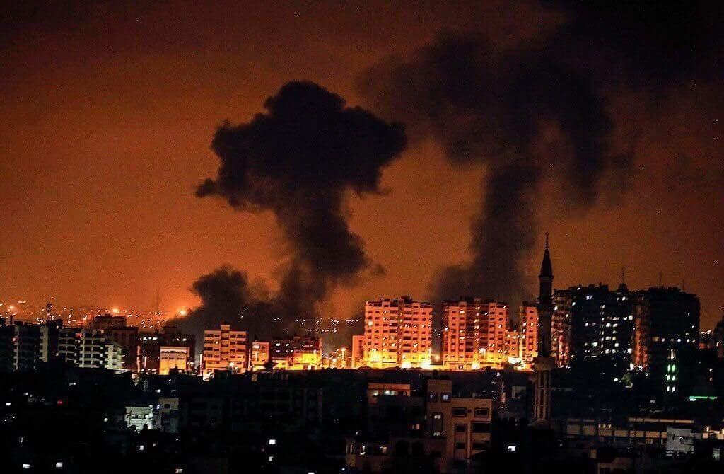 الاحتلال يشن سلسلة غارات على غزة والمقاومة ترد بقصف المستوطنات
