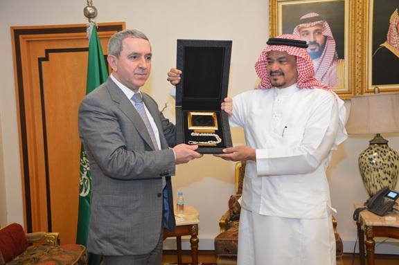 وزير الحج والعمرة يلتقي القنصل البريطاني وسفيري باكستان وأذربيجان