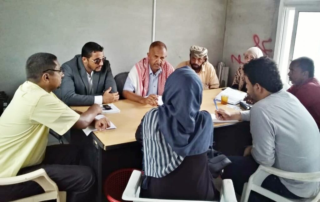 اجتماع استثنائي في مخيم الرباط لنازحي الحديدة بمحافظة لحج
