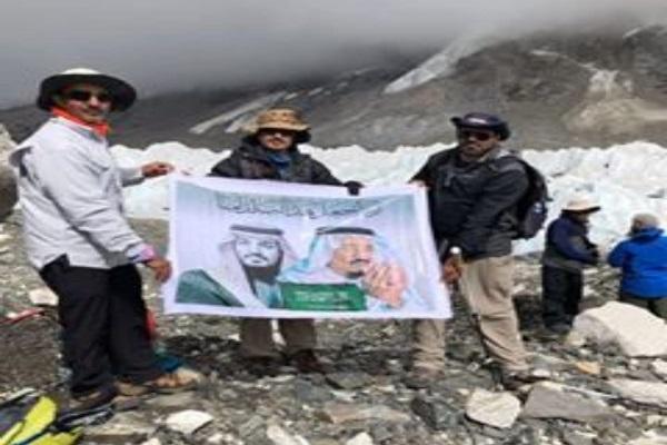 فريق سعودي يتمكن من الصعود إلى قمة إيفرست وقمة كلبتارا