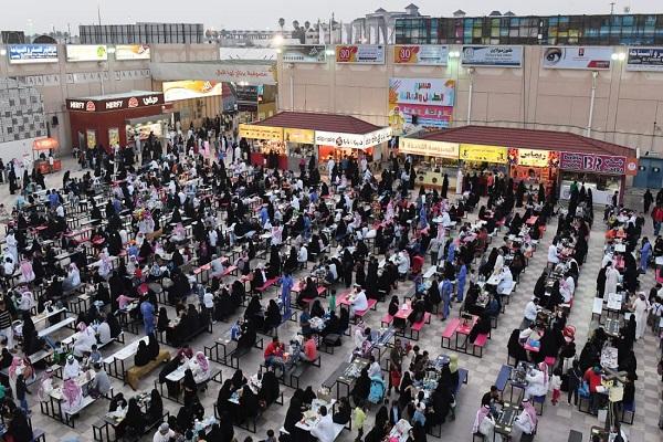مهرجان أبها للتسوق يلبي رغبة الزوار في تمديد المهرجان