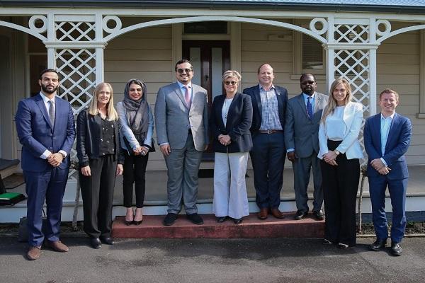 الأمير فهد بن جلوي يزور اللجنة الأولمبية النيوزلندية
