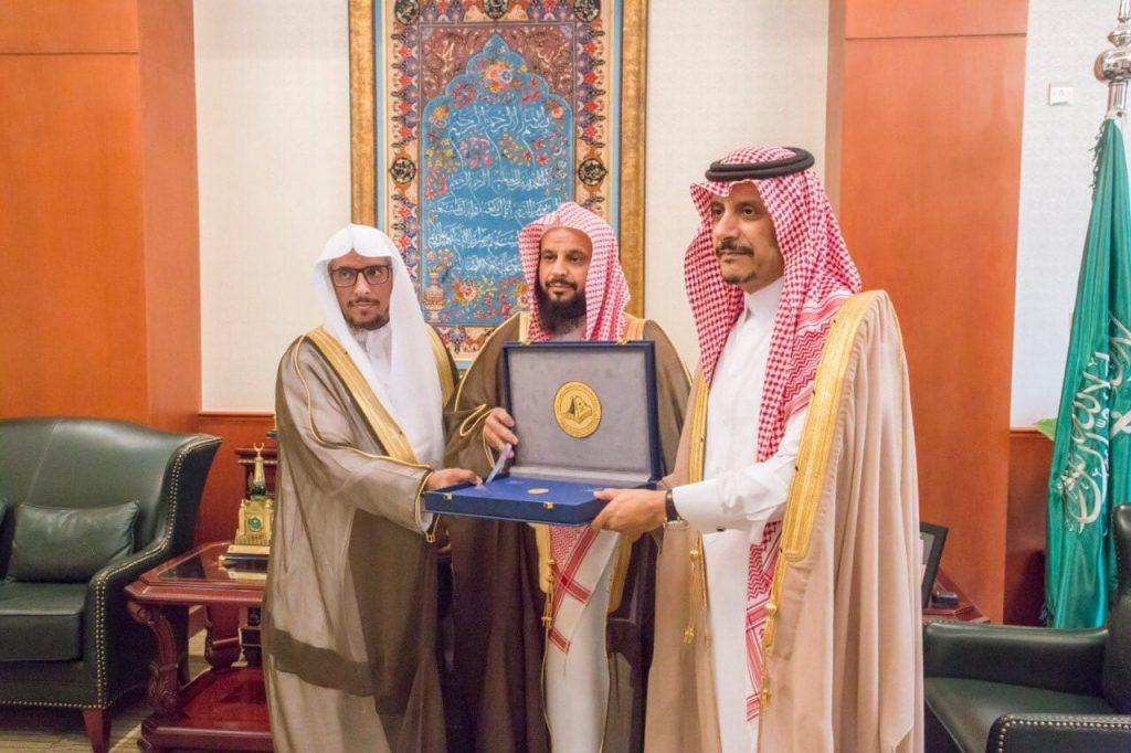 محافظ المجمعة يستقبل رئيس هيئة المجمعة المساعد ويطلعه على إنجازات الهيئة