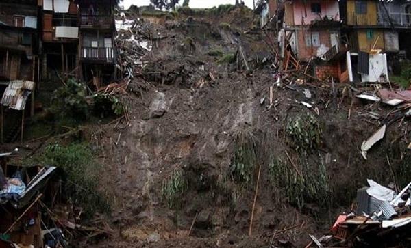 """مصرع """"31"""" شخصاً في انهيار أرضي عند سفح جبل إلجون شرق أوغندا"""