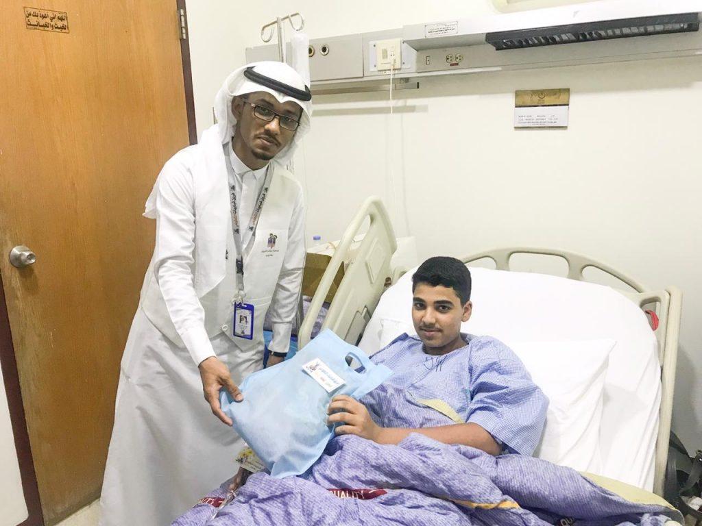 متطوعون يدخلون البهجة على قلوب مرضى المستشفيات بمكة